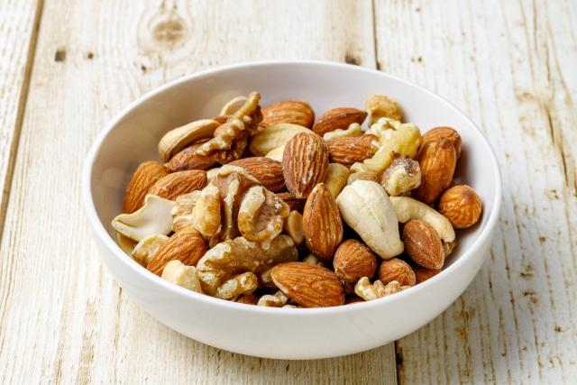 癌に効く食べ物:ナッツで進行大腸がん患者の生存期間が延長